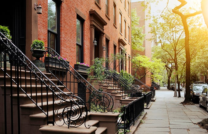 is it worth paying a broker fee in new york city? | investopedia