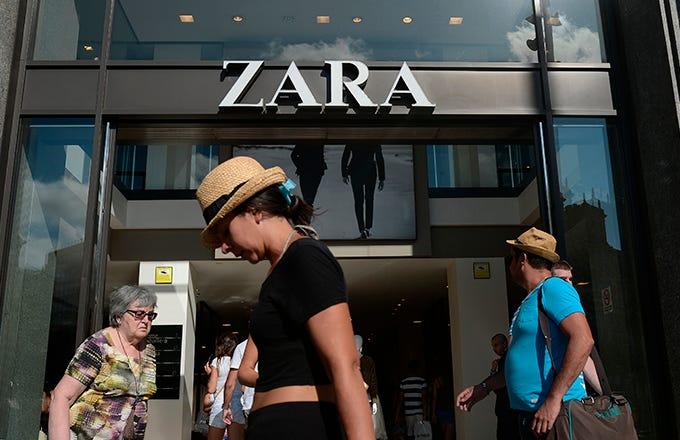 ZARA  FAST FASHION  AGENDA Industry Overview Zara Overview Zara Supply Chain Zara Challenges Recommendations Imhoff Custom Services