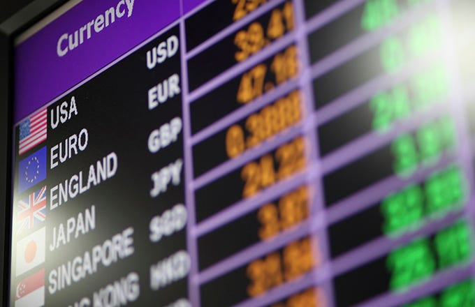 Heterogeneous real time trading strategies in the foreign exchange markets