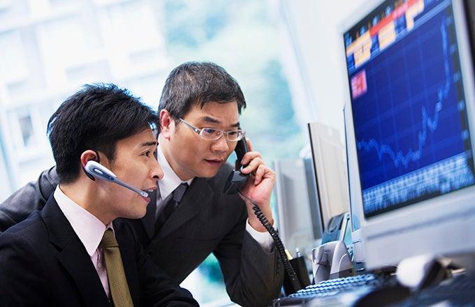 Stockbroker vs financial advisor