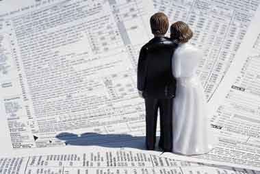 Should Married Taxpayers File Together?