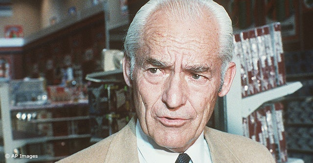 http://i.investopedia.com/inv/articles/slideshow/greatest-entrepreneurs/sam-walton.jpg