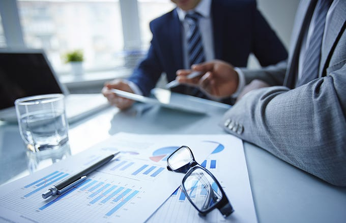 What is a financial advisor and what are his functions?
