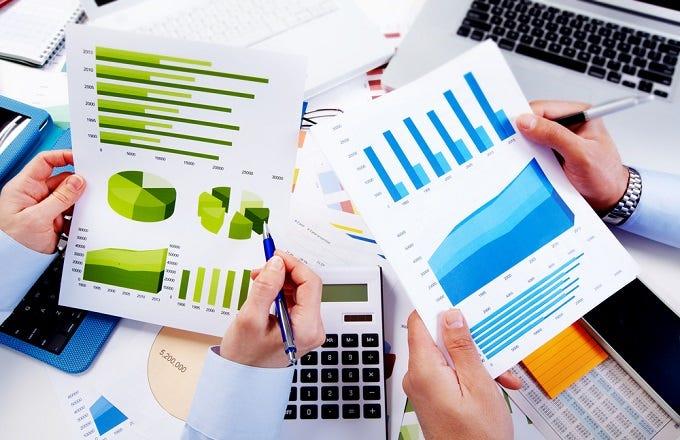Career advice: Financial versus actuary analyst | Investopedia