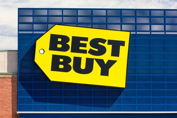 Best Buy Reports With Stock Holding Key Moving Averages