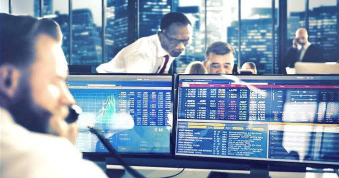 Financial data analyst: Job description and average salary ...